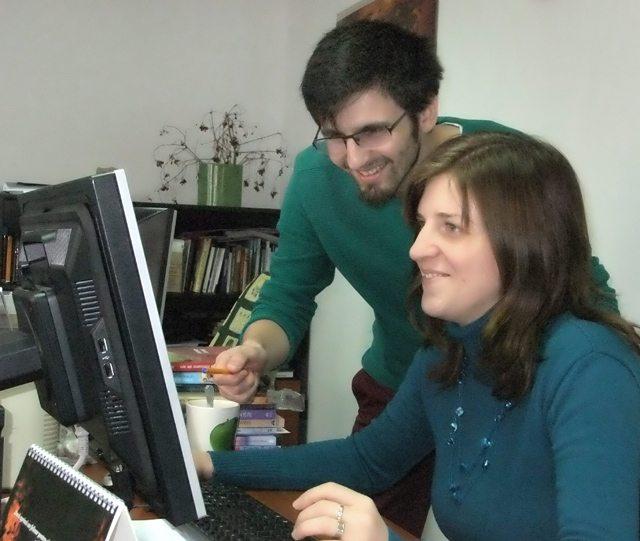 Foto: împreună cu colega mea, editor Gabriela Deniz, corecturi :)