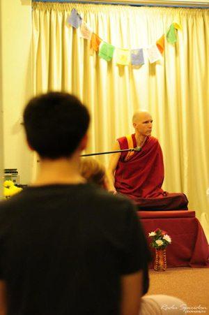Foto: Studiul Dharmei începe cu ascultarea învăţăturilor